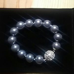 Jewelry - Mother of pearl gray 8 inch bracelet